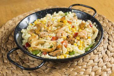 Басмати с морски дарове (калмари, миди, скариди по избор) – 4 порции