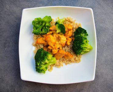 Кафяв ориз с броколи и тофу (за месоядните с пуешко филе)
