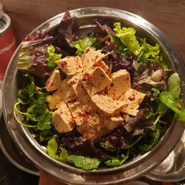 Тофу с чили и зеленолистни (веган вечеря)
